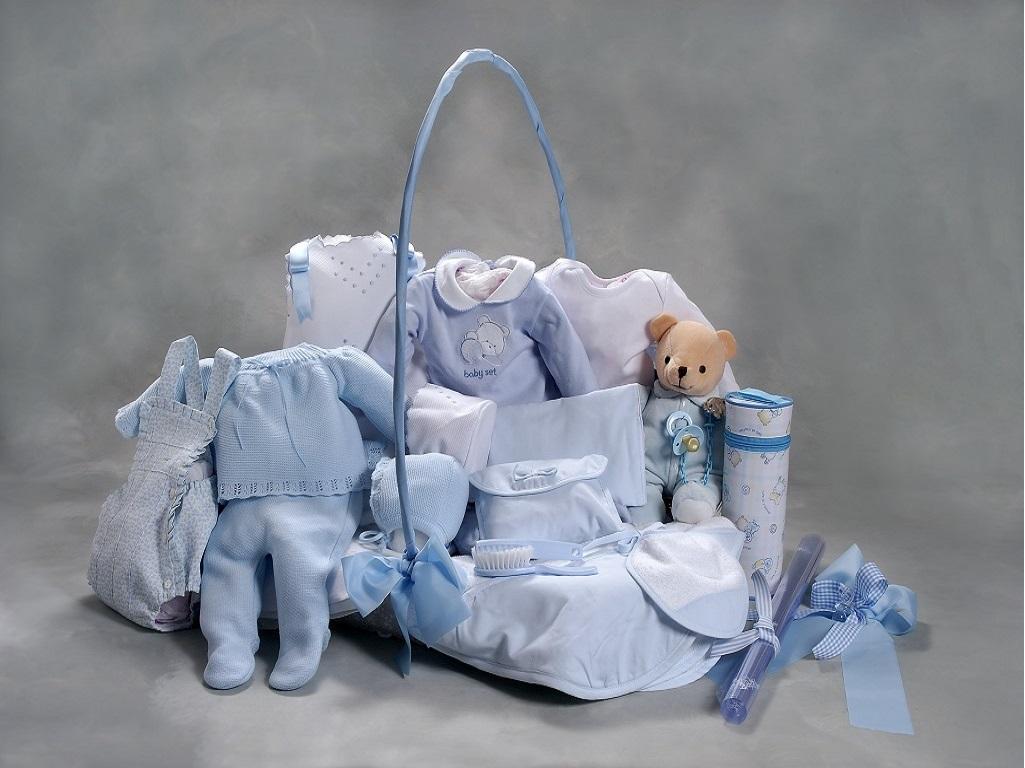 Cesta para recien nacido y padres