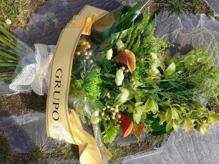 Flores de difunto, comprar coronas, centros o ramos de flores para difuntos y funerales.