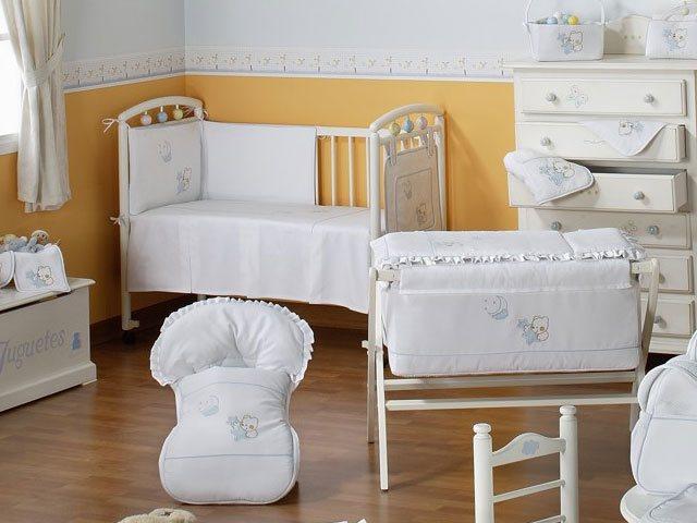 Tienda de ropa de bebé. Venta de canastillas de recién nacido