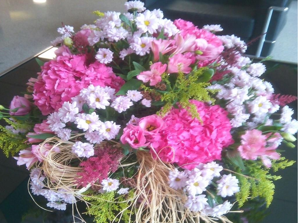 Ramo De Flores Variadas Grande, Flores Y Plantas